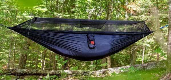 Viseča mreža z zaščito proti komarjem